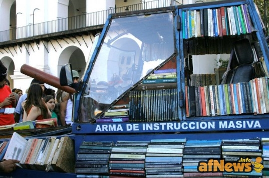 Top-6-Pop-Up-Libraries-Tank-Library-537x357